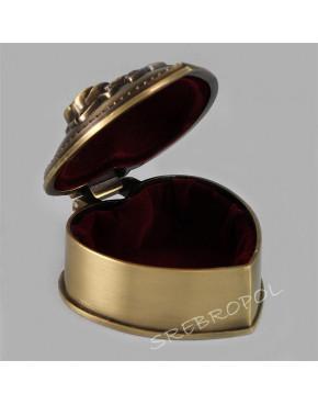 Mosiądzowana szkatułka na biżuterię w kształcie serca 472-4008