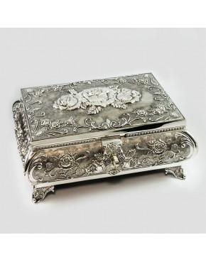 Duża, posrebrzana szkatułka na biżuterię z różyczkami 461-4913