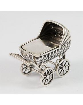 Bardzo ładny srebrny wózeczek na chrzest, roczek + opcja grawer
