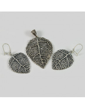 Komplet srebrny zawieszka i kolczyki w kształcie liścia SH 9.9g